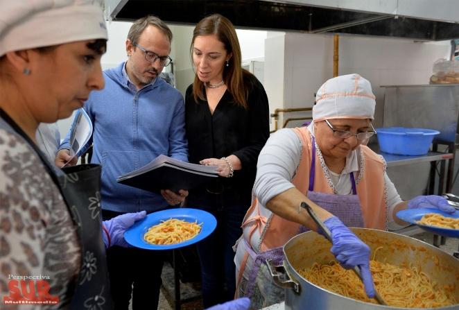 Vidal en una escuela de Tres de Febrero verificó los alimentos que consumen los chicos