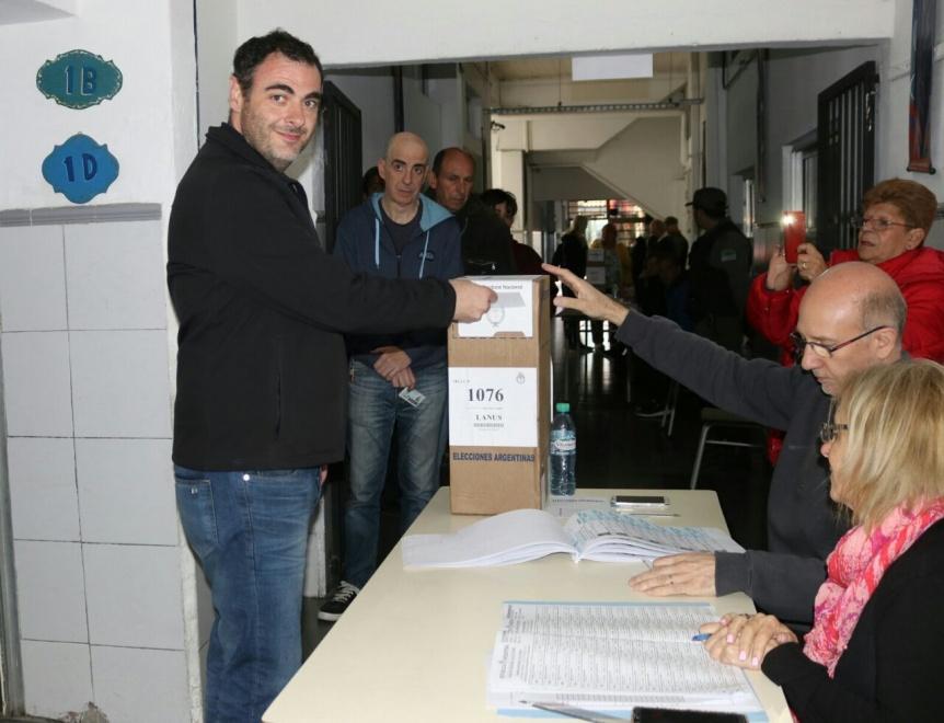 Votó el candidato a diputado provincial, Adrián Urreli