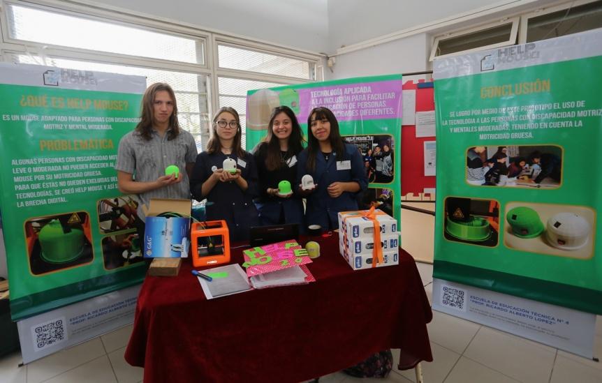 """Se presentó la muestra anual """"Escuela Abierta"""" de la Técnica N° 4 de Berazategui"""