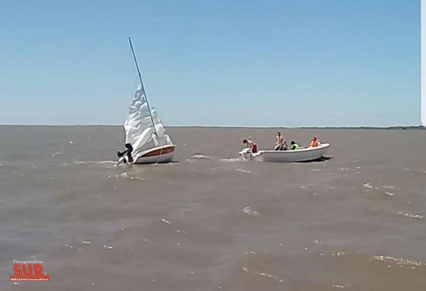 Rescatan una embarcaci�n y a sus tripulantes en el r�o de Quilmes