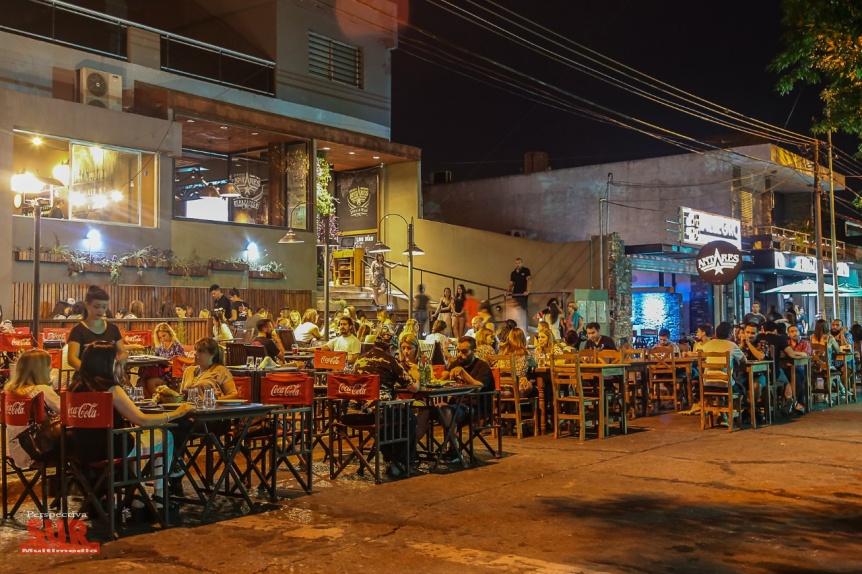 Peatonal gastronómica de Berazategui: el placer de comer al aire libre