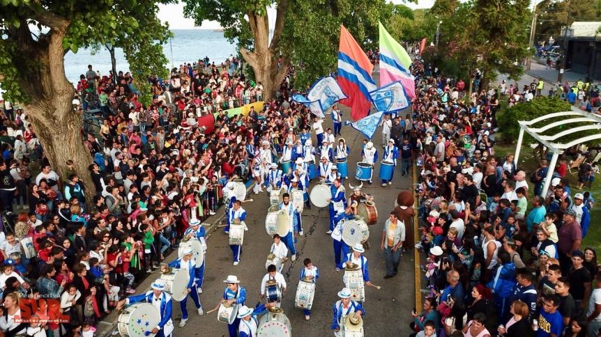 A puro ritmo y color, miles de familias celebraron el Carnaval en la Ribera