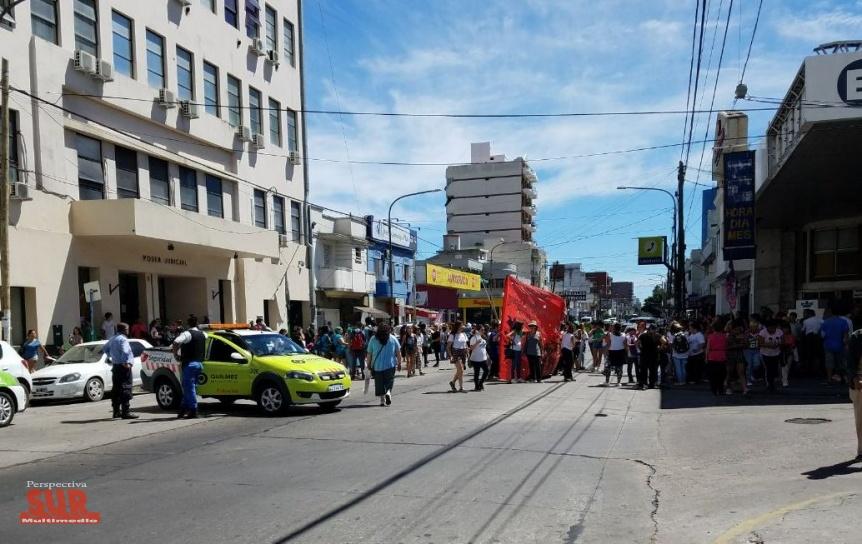 Mujeres marcharon desde la Municipalidad hasta los Tribunales de Quilmes