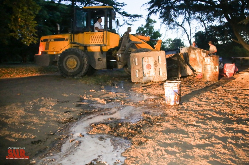 Gran operativo de limpieza en el Parque Pereyra tras el hallazgo de residuos industriales
