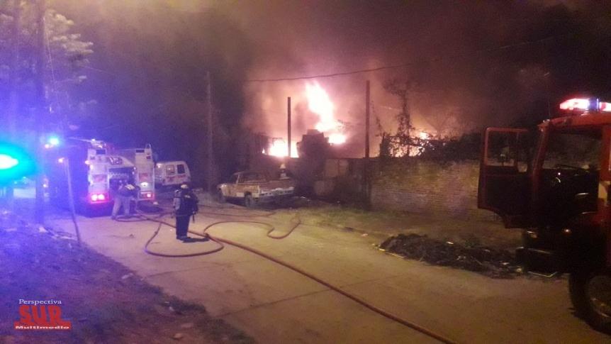 Impresionante incendio en una chatarrería de La Florida