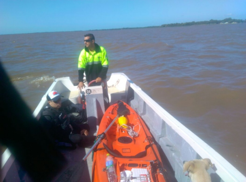 Guardavidas rescataron a kayakista que se descompuso en el r�o