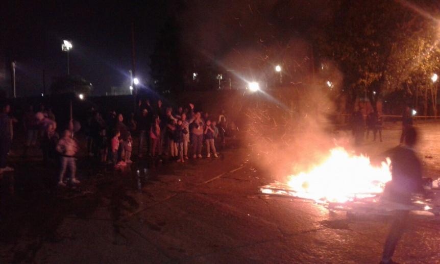 Corte de luz en Villa El Monte: Vecinos realizan un piquete de protesta