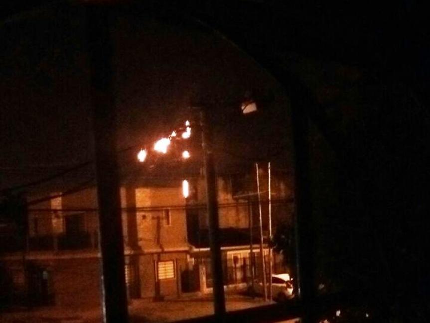 Explotaron cables de tensi�n y hay manzanas sin luz en Quilmes Oeste
