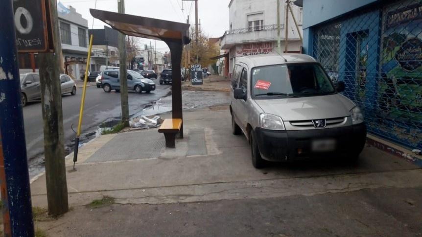 Labraron numerosas multas por mal estacionamiento en Quilmes Oeste