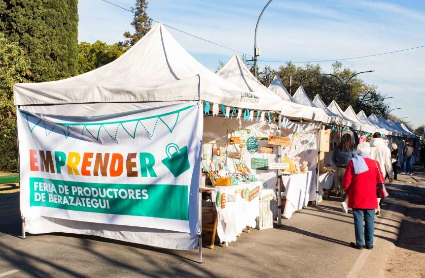 Artesanos locales ofrecieron sus creaciones en la Feria Emprender de Berazategui