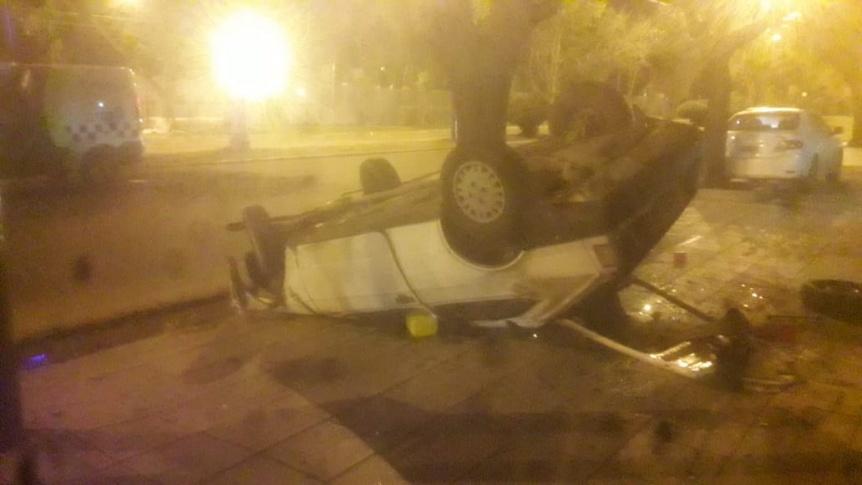 Fiat 147 volc� y choc� contra un �rbol: El conductor escap�