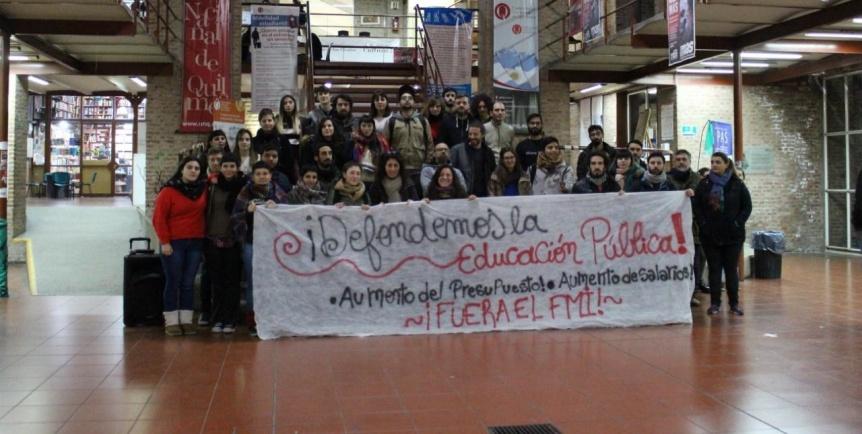 Trabajadores y alumnos de la UNQ anuncian paro y abrazo en agosto