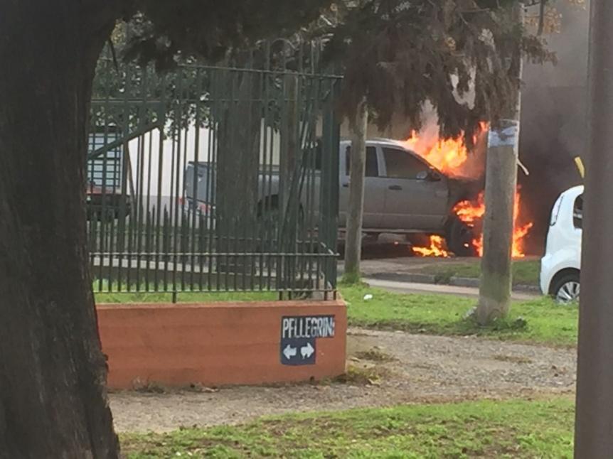 Una camioneta se prendi� fuego dentro de una casa en Quilmes Oeste