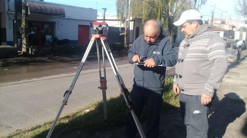 Realizan mediciones en Eucaliptus Solano para instalar cloacas