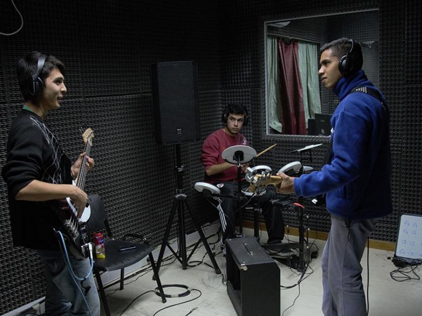 Florencio Varela festeja cinco a�os a puro rock