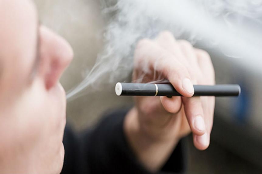 Los cigarrillos electr�nicos son m�s populares entre los j�venes