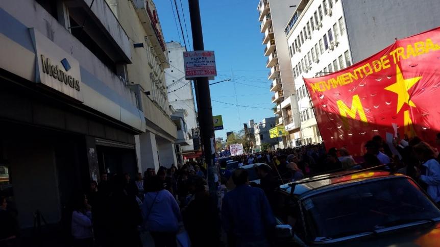 Movimientos sociales protestaron por las tarifas en Edesur y Metrogas
