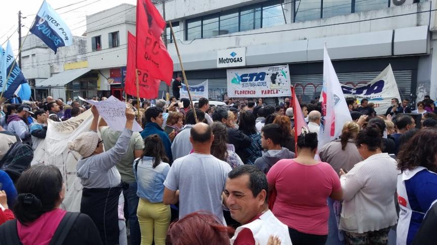 Protesta frente a Metrogas por los tarifazos y el cobro retroactivo