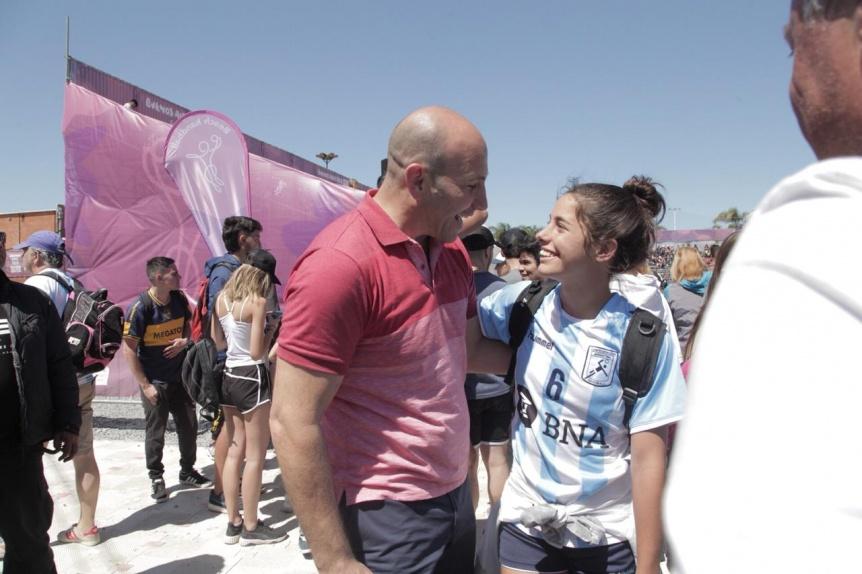 Molina acompañó a las quilmeñas del seleccionado de beach handball en los Juegos Olímpicos de la Juventud