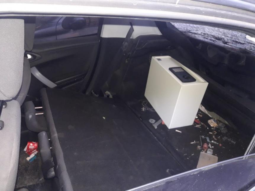 Robaron una caja fuerte de la casa de Alberto Roverano, huyeron y se tirotearon con la policía