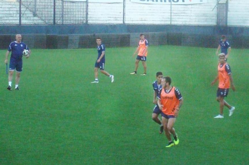 Quilmes volvió al trabajo y ya hizo fútbol pensando en Villa Dálmine