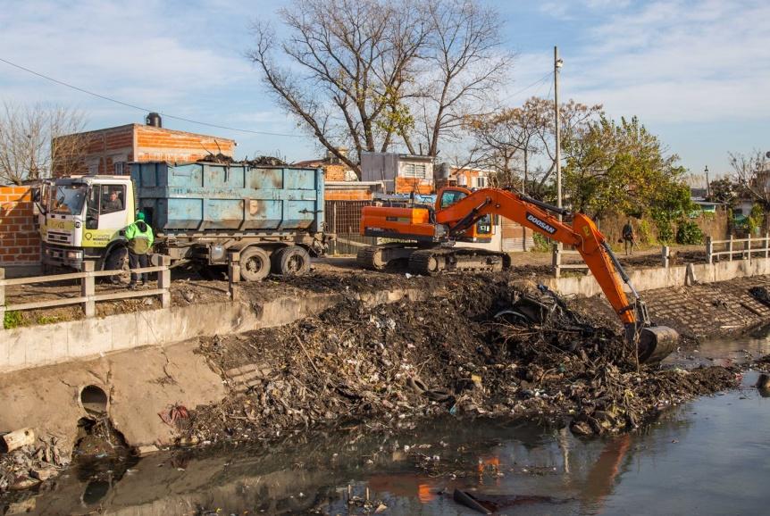 Nuevos operativos de limpieza del Municipio y la Provincia en el arroyo Las Piedras
