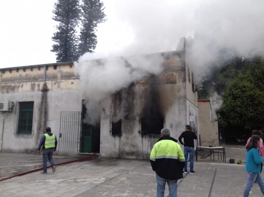 Incendio dentro de un sector del Colegio Nacional de Quilmes