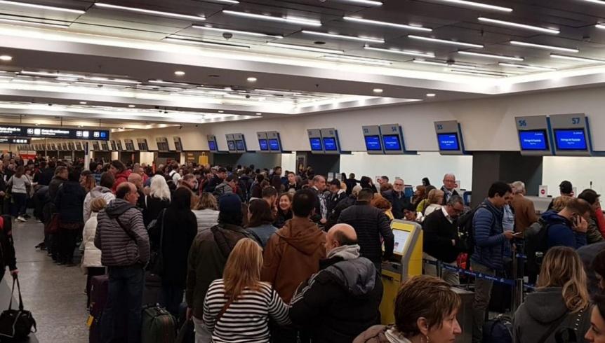 Ya son más de 30.000 los pasajeros afectados por la cancelación de 243 vuelos