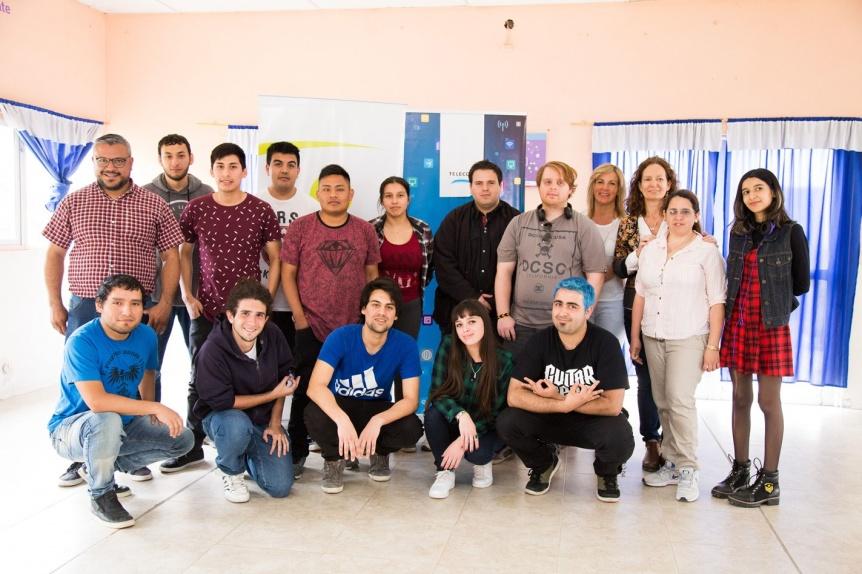 Jóvenes quilmeños terminaron su capacitación en oficios digitales que brindaron el Municipio y Telecom