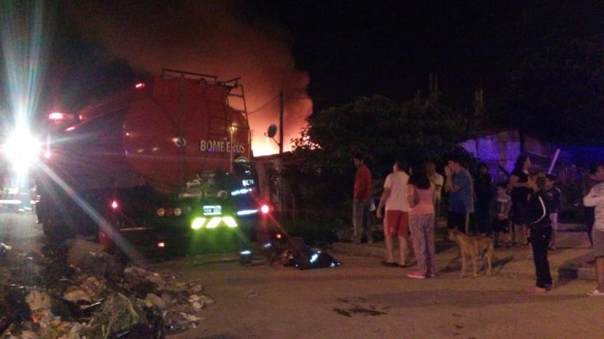 Ardieron dos viviendas humildes en Quilmes Oeste