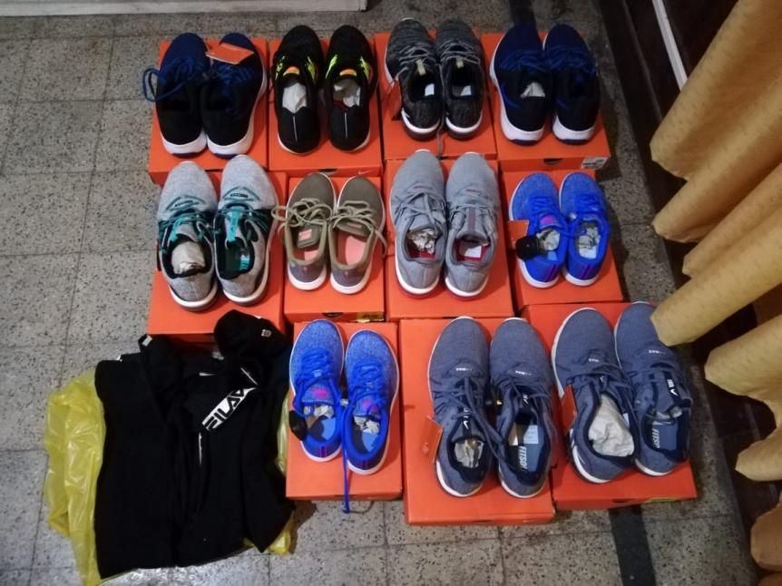 Sorprendieron a mechera cuando robaba once pares de zapatillas