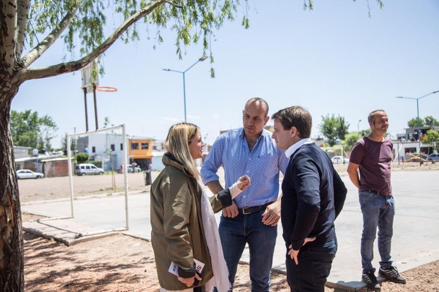 Molina visitó el barrio Itatí junto con autoridades provinciales