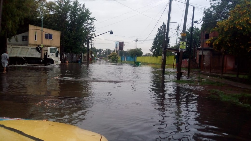Numerosas zonas anegadas en Quilmes por las fuertes lluvias
