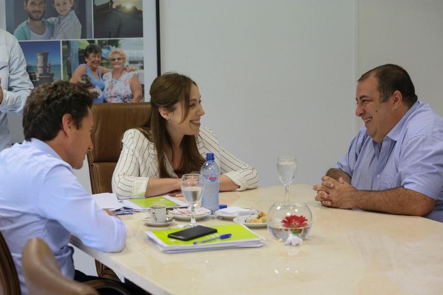 Vidal y S�nchez Zinny recibieron al docente seleccionado como uno de los 50 mejores del mundo