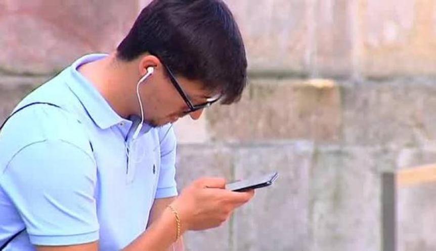 El celular es el mayor enemigo de las cervicales