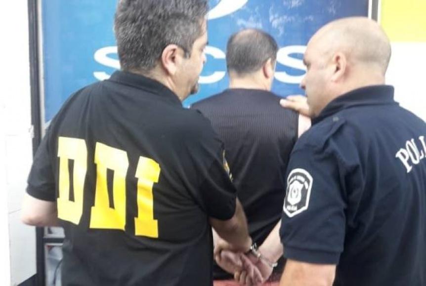 Detuvieron a un profesor de catequesis, acusado de abusar de su hijastra y de dos menores