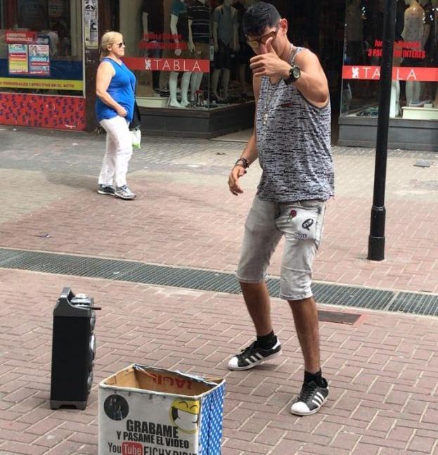 El Fichi volvió a bailar en la Peatonal