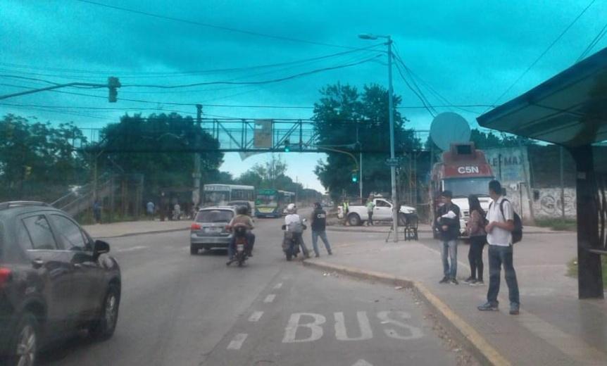 Quilmes: Niño de 11 años cayó de un puente peatonal y se salvó de milagro