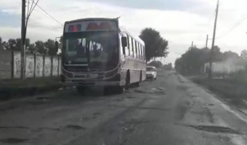 Tres líneas de colectivos cambiaron su recorrido para evitar un tramo de Zapiola