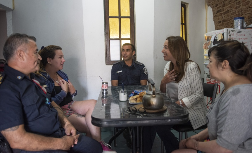 Mar�a Eugenia Vidal se entrevist� con los polic�as que salvaron la vida de un ni�o