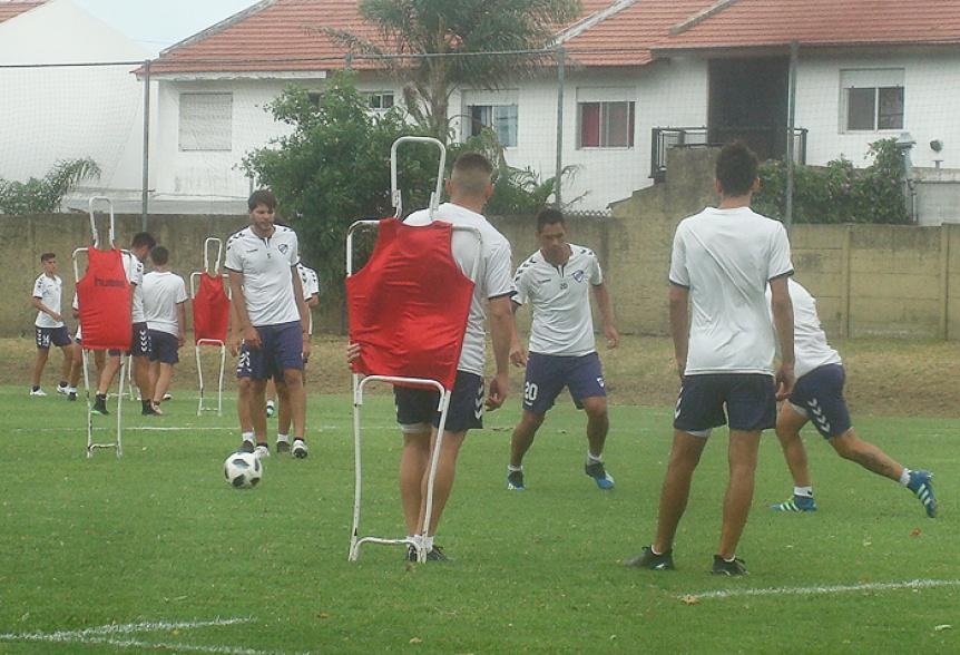 Tras la inesperada derrota ante Dock Sud, Quilmes trabaj� en doble turno