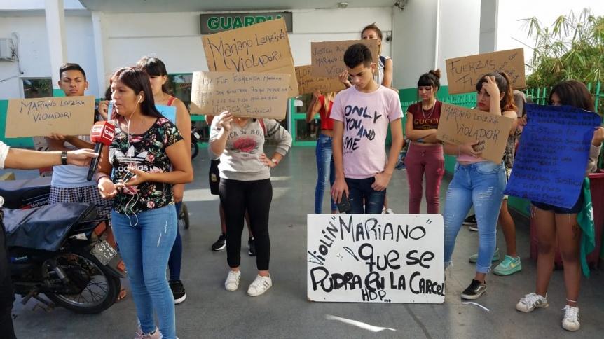 Familiares de una adolescente violada en la Ribera piden justicia y destrozaron remisería