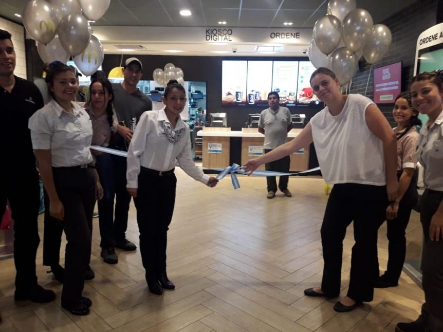 Reinauguró el McDonalds de la peatonal Rivadavia con alta tecnología diponible para el cliente