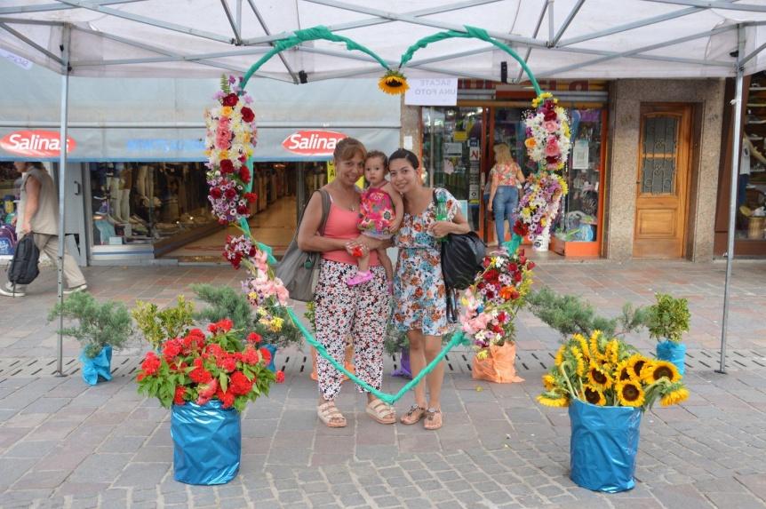 Varela: Gran impacto de la Jornada Florícola en la peatonal Monteagudo