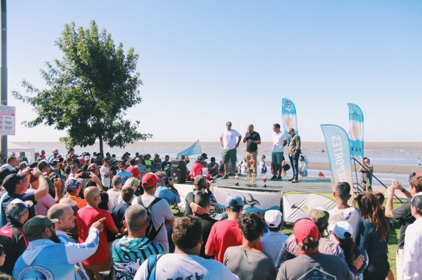 R�cord nacional de participantes para el primer concurso de pesca en kayak en la Ribera de Quilmes
