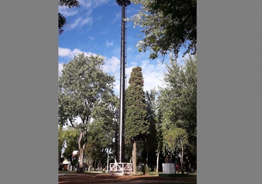 Convocan una reunión vecinal por la antena de Plaza Moreno