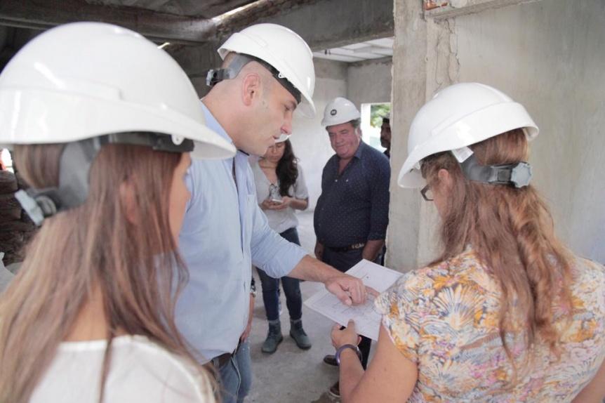 Molina recorri� la obra en construcci�n del centro de salud Ant�rtida Argentina