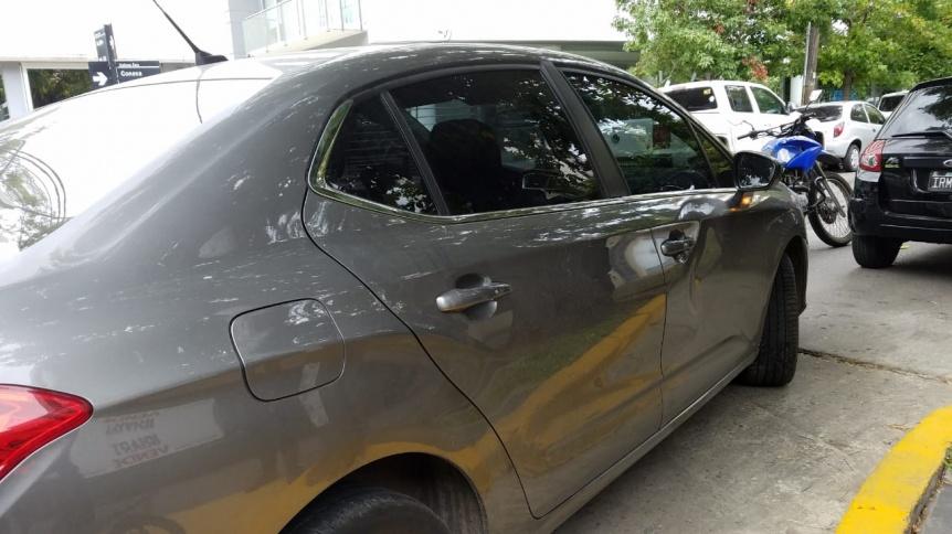 Inexplicable agresión de una mujer a un automovilista en Quilmes centro