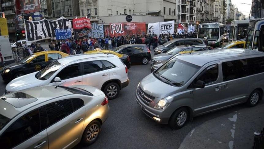 Múltiples cortes en Capital Federal y accesos por protesta social