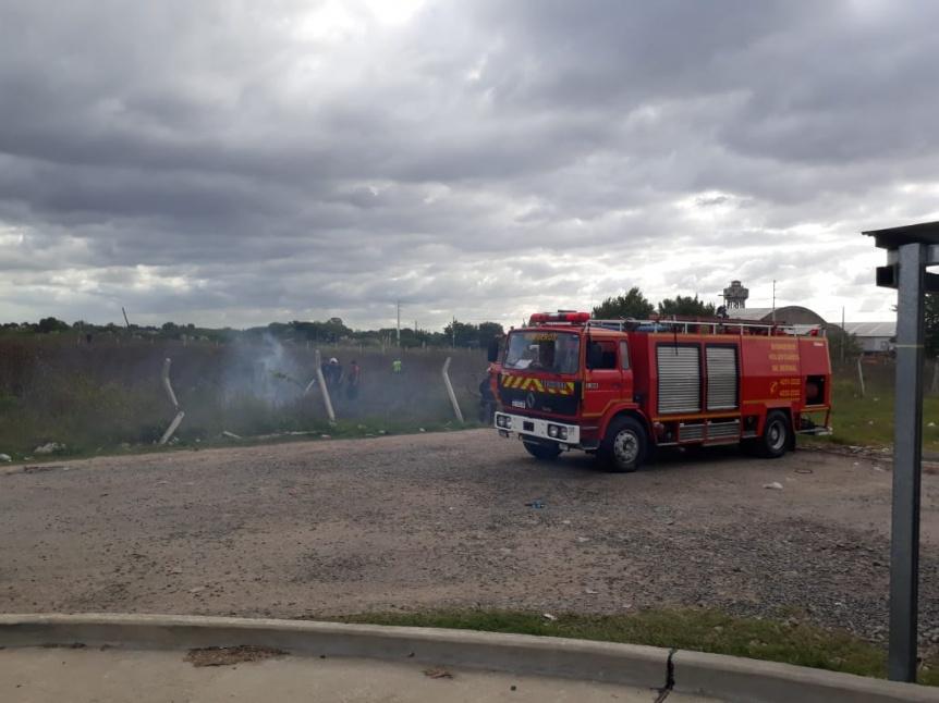 Gran incendio de pastizales en Bernal Oeste